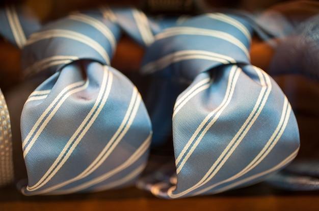 Gestreifte krawatten