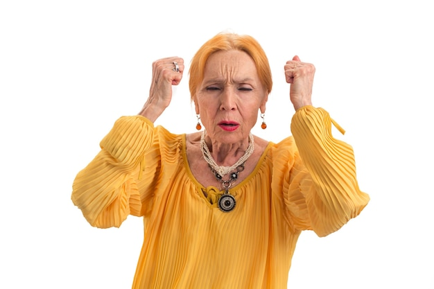 Gestresste frau mit geschlossenen augen verärgert ältere dame, wie man mit spannungen umgeht