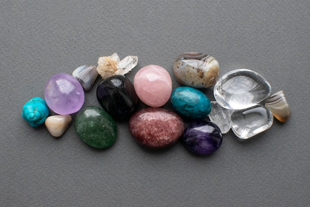 Gestürzte edelsteine in verschiedenen farben