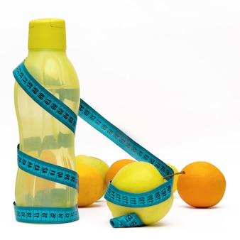 Gesunde ernährung, ernährung, lebensstil. grünes wasseryutlet und -frucht