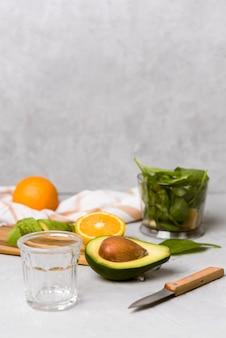 Gesunde früchte für natürlichen smoothie