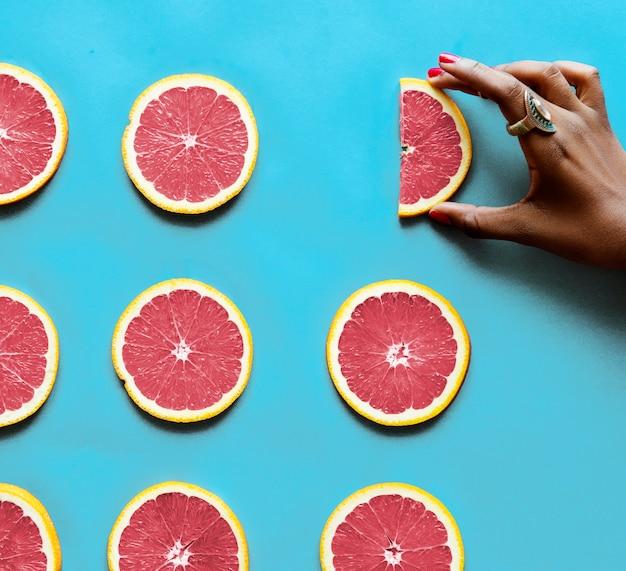 Gesunde geschmackvolle geschnittene zitrusfrüchte