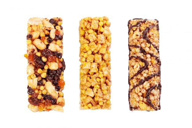 Gesunde granola munchies auf weiß