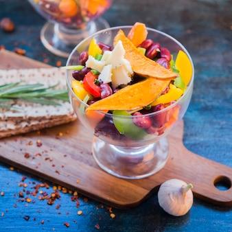 Gesunde lebensmittelzusammensetzung mit buntem gemüse