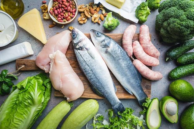Gesunde low-carb-produkte. ketogenes ernährungskonzept. ansicht von oben