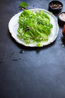 Gesunde salatblätter mischen salat mikrogrün