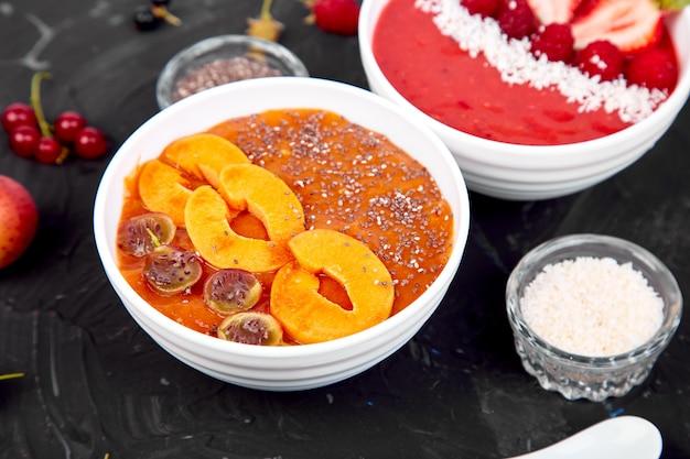 Gesunde smoothiefrühstücksschüssel