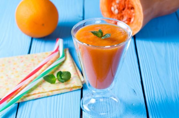 Gesunde smoothies kürbis und orange