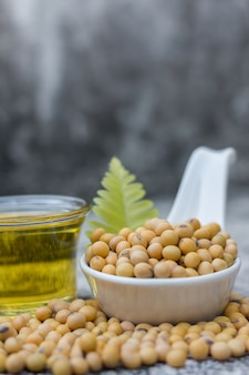 Gesunde sojabohnen sind reich an eiweiß und vitaminen.
