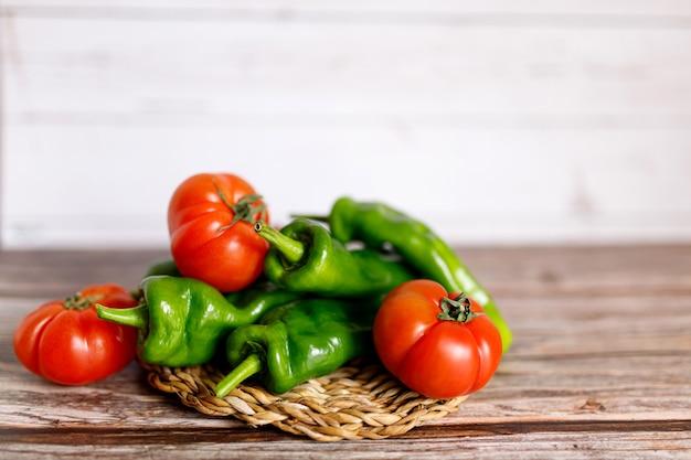 Gesunde vegetarische bio-lebensmittel gemüse