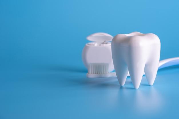 Gesunde zahnmedizinische ausrüstungswerkzeuge für zahnpflege professionelles zahnmedizinisches konzept