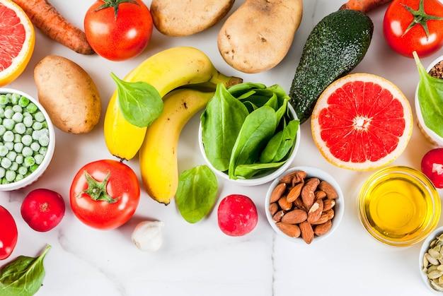 Gesunder lebensmittelhintergrund, modische alkalische diätprodukte
