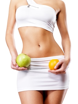 Gesunder lebensstil der frau mit schlankem körper nach diät.