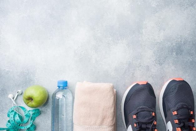 Gesunder lebensstil, nahrung und wasser, sportgeräte
