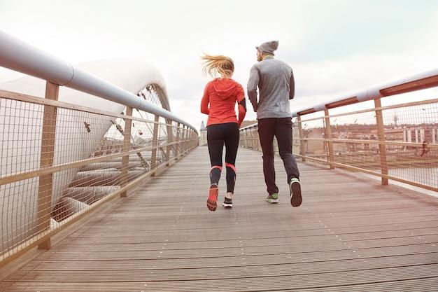 Gesunder lebensstil und körperliche aktivität verbinden menschen