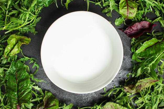 Gesunder salat mit blattmischungssalat