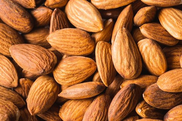 Gesunder snack von organischen mandelnüssen