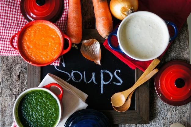 Gesundes abendessen, gemüsesuppe