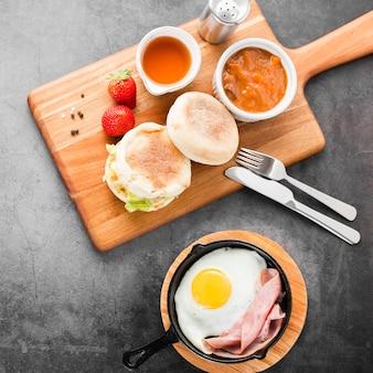 Gesundes anfangsfrühstück der draufsicht