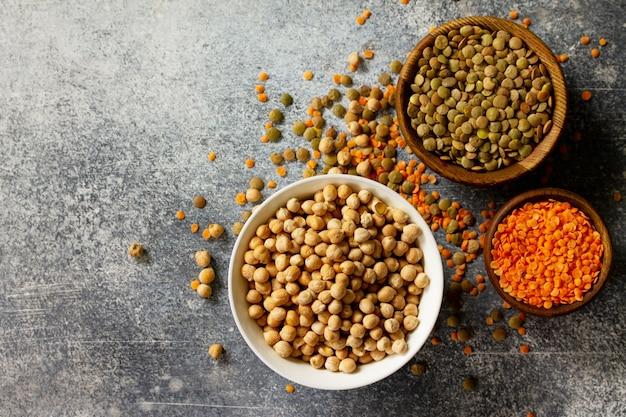 Gesundes ernährungskonzept vegane proteinquelle rohe hülsenfrüchte