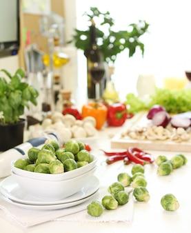Gesundes essen auf dem tisch