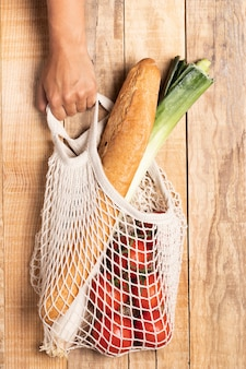 Gesundes essen in umweltfreundlicher tasche
