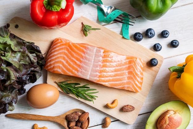 Gesundes essen lebensmittel low carb, ketogenes diätkonzept