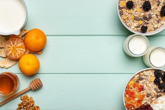 Gesundes frühstück der draufsicht auf tabelle