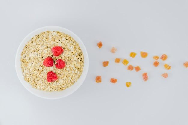 Gesundes frühstück mit früchten