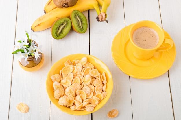 Gesundes frühstück mit getreideflocken