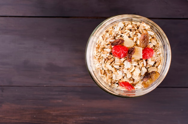 Gesundes frühstücks-set müsli im glas