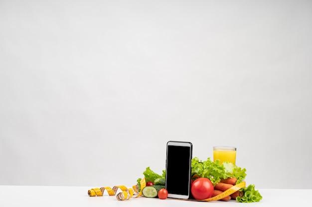 Gesundes gemüse und telefonkopienraum