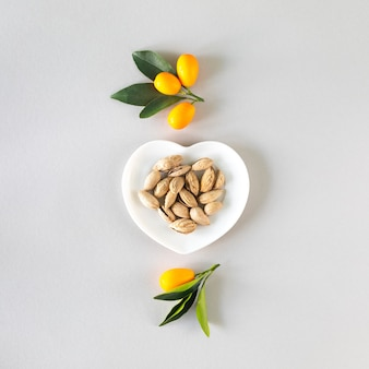 Gesundes lebensmittelkonzept. produkte zur stärkung der immunität, ansicht von oben. quadrat