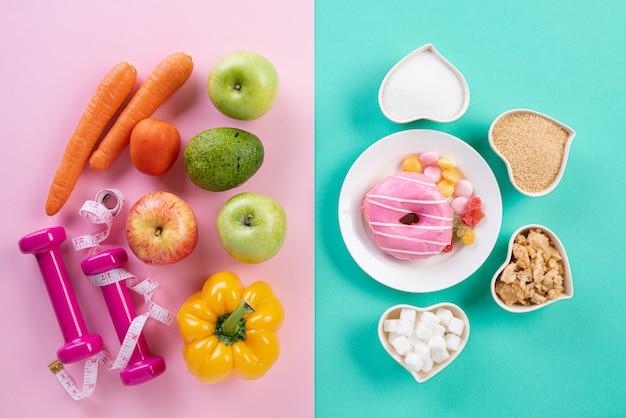 Gesundes lebensstil-, lebensmittel- und sportkonzept auf pastell.