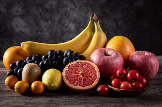Gesundes und leckeres obst und gemüse