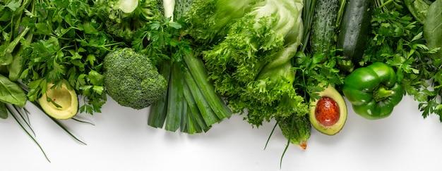 Gesundes veganes und vegetarisches essen. grünes gemüse diät-esskonzept
