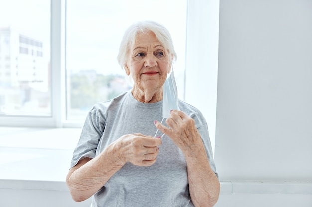 Gesundheit der medizinischen maske des älteren frauenpatientenkrankenhauses