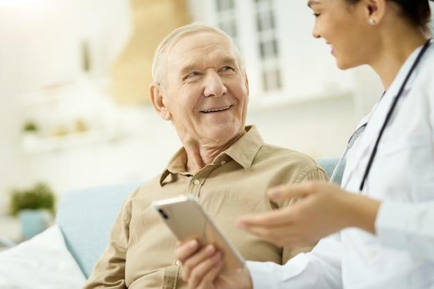 Gesundheitsberatungen online verfügbar, nur smartphone erforderlich