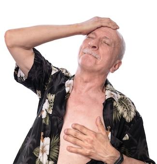 Gesundheitskonzept. älterer mann mit herzinfarkt