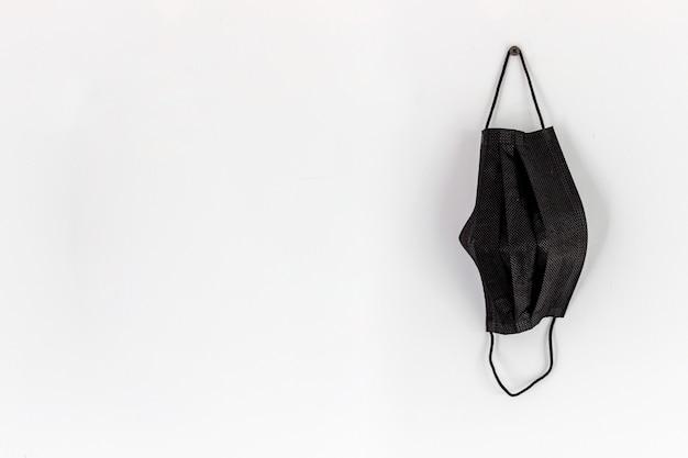 Gesundheitskonzept. schwarze maske auf weißem hintergrund