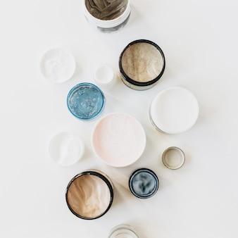 Gesundheitswesen, spa, schönheitscollage mit cremesortiment auf weiß