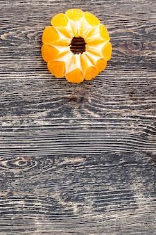 Geteilte reife mandarinen