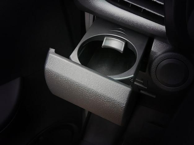 Getränkehalter im auto mit schloss.