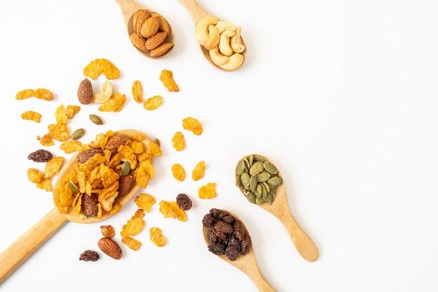 Getreide cornflakes (cashewnüsse, mandeln, kürbiskerne und sonnenblumenkerne), gesunde mehrkornnahrung