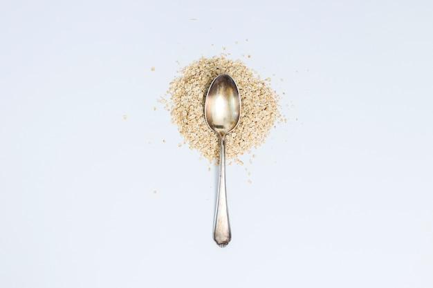 Getreide mit löffel