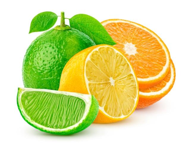Getrennte zitrusfrüchte getrennt auf weiß