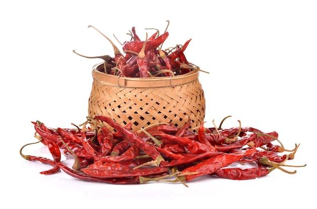 Getrocknete chili auf weißer wand
