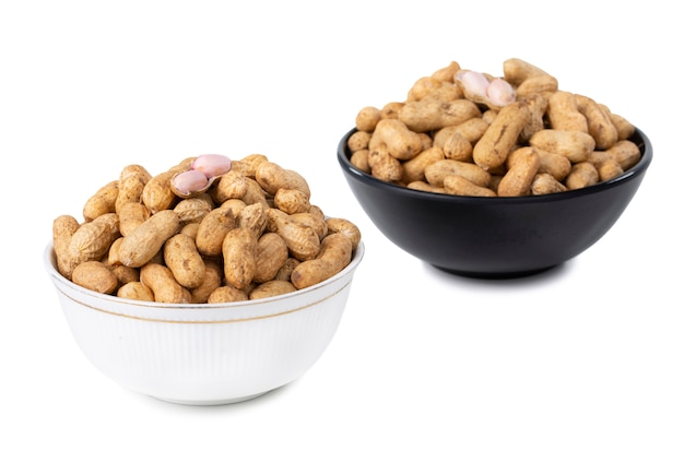 Getrocknete erdnüsse in der schüssel