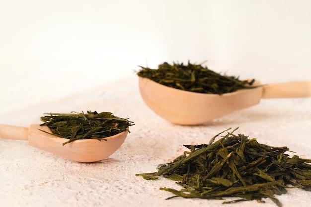 Getrocknete fermentierte grüne teeblätter
