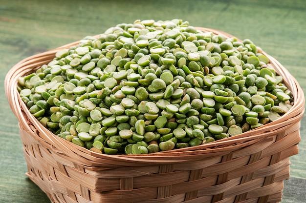 Getrocknete grüne erbsen